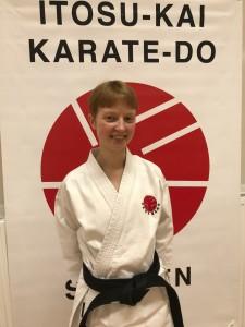 Fanny Hägert, 2. dan Itosu-Kai Började träna karate i Itosu-Kai 2009. Instruktör i Danderyds Karateklubb.