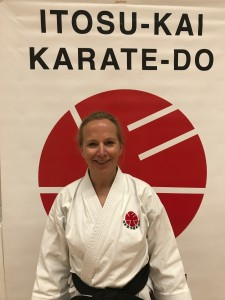 Reza Moein, 1. dan Itosu-Kai Började träna karate i Itosu-Kai 2009. Instruktör i Danderyds Karateklubb.