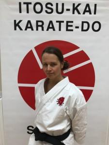 Helen Singstedt Werner, 1. dan Itosu-Kai Började träna karate i Itosu-Kai 2009. Instruktör i Danderyds Karateklubb.